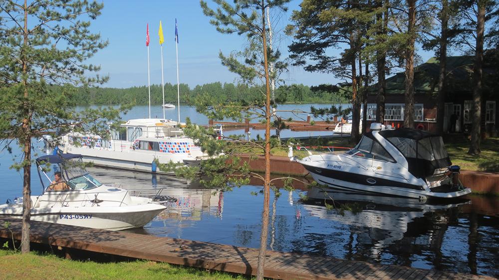 летняя стоянка лодки